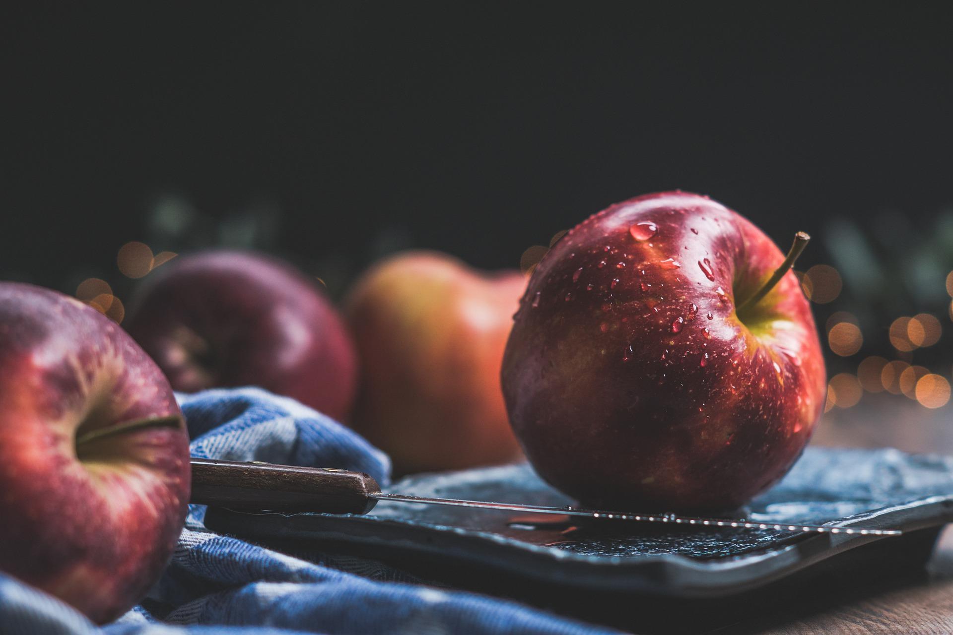 A close up of an apple